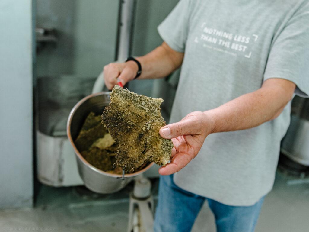 Besucht einen Olivenöl-Betrieb Kreta mit Kindern